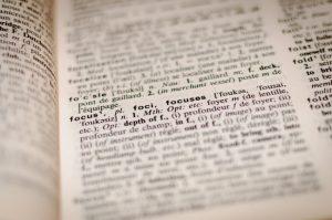 Tips para redactar tu tesis con claridad y precisión
